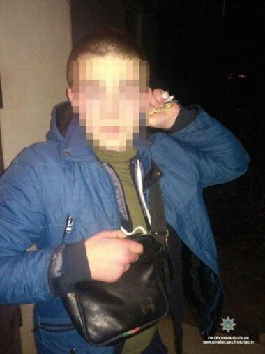 """Ночью """"на пятаке"""" в Корабельном районе злоумышленник ударил ножом мужчину"""