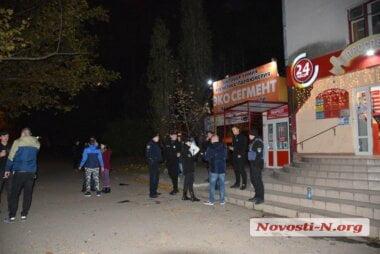 Помирились: в Николаеве суд отпустил ревнивицу, всадившую нож в спину бывшего бойфренда