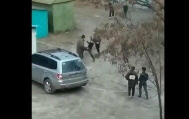 В Харькове пятеро детей избили мужчину (видео)
