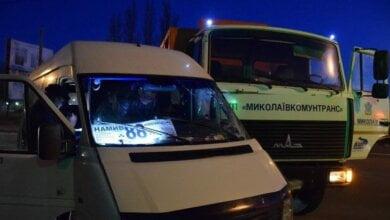 В Николаеве маршрутка протаранила мусоровоз «МАЗ»: пострадали пять человек (видео) | Корабелов.ИНФО image 3