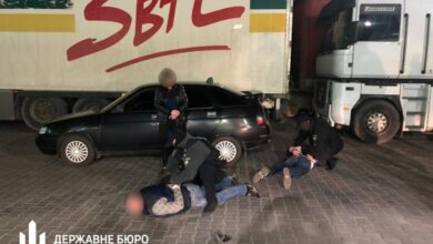 В Николаеве поймали налоговиков на взятке 30 тыс. грн за уменьшение суммы штрафа   Корабелов.ИНФО
