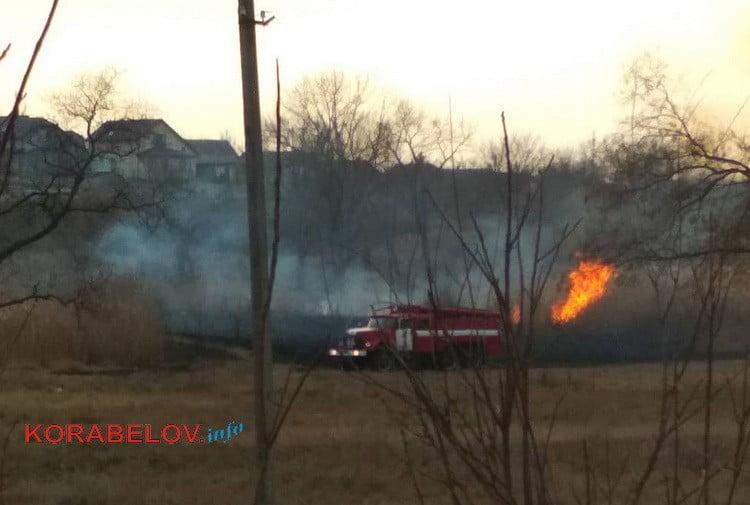 Photo of Пожар в Корабельном районе: в парке «Богоявленский» горел гектар камыша