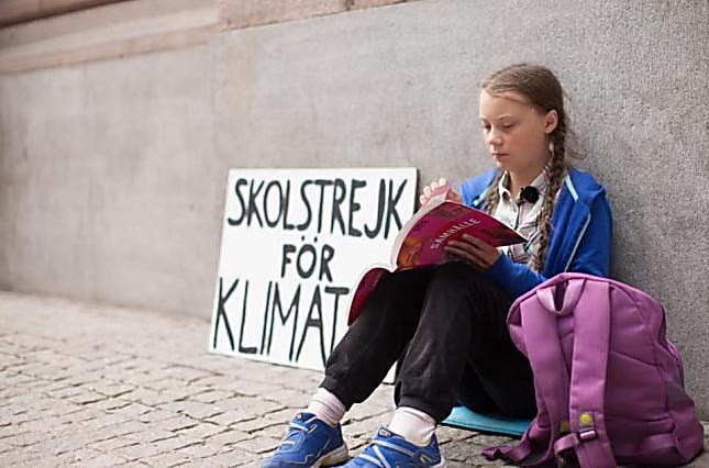 Photo of Юного лидера забастовок школьников против вредных выбросов в атмосферу выдвинули на Нобелевскую премию