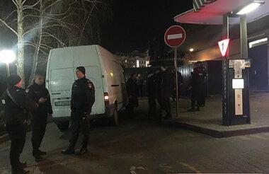 В Николаеве устроили стрельбу из-за очереди в McDonalds — пострадавшего увезла «скорая»
