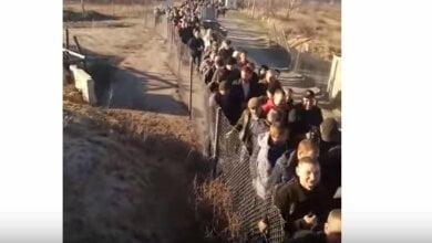 Наперегонки жители оккупированного Луганска пытаются попасть на территорию, подконтрольную Украине (видео) | Корабелов.ИНФО