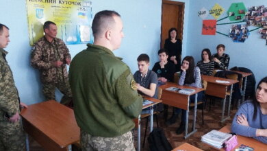 військові агітують школярів