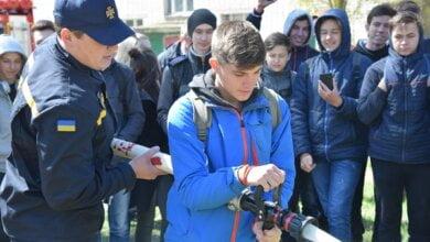 Учні з Корабельного району власноруч практикувалися гасити пожежі | Корабелов.ИНФО image 3