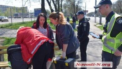 Мама с 10-месячным ребенком в коляске выпала на ходу из троллейбуса в Николаеве | Корабелов.ИНФО image 2