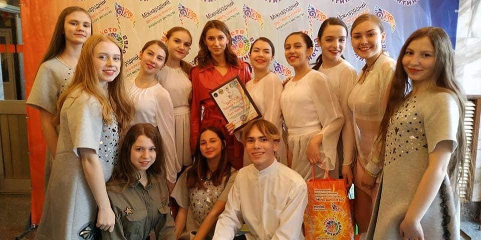 Учениці школи №1 ім. Олега Ольжича