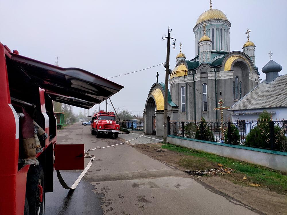Photo of Пожарные Корабельного района перед Пасхой тренировались спасать верующих