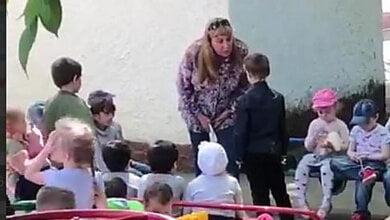 Заведующая детсадом заставила ребенка на коленях целовать «русскую» землю (видео) | Корабелов.ИНФО