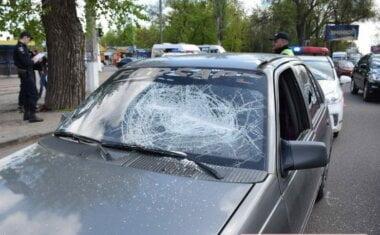 """Разбитое стекло """"Опеля"""" (фото """"Новости-Н"""")"""
