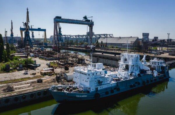 """Океан"", май 2019 г.: спуск судна на воду (фото Григория Веприк, The Gate Agency)"