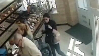 В Николаеве воровка телефона попала на камеры видеонаблюдения | Корабелов.ИНФО