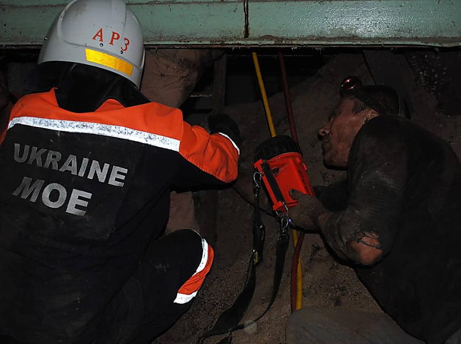 Photo of Рабочего придавило металлоконструкцией на предприятии в Николаеве – его освободили спасатели