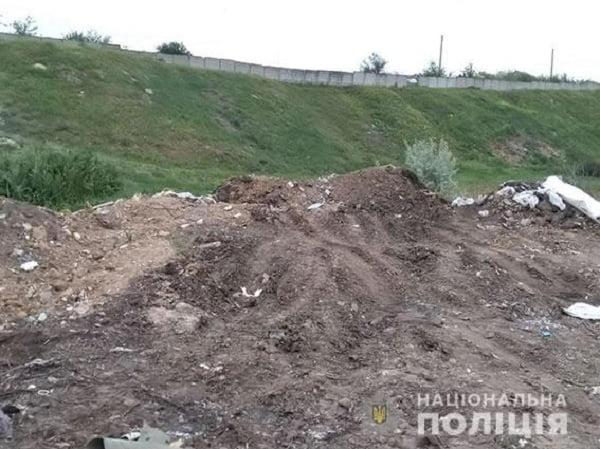 Photo of Дільничні зловили миколаївця, що незаконно вивантажував з автомобіля ЗІЛ будівельне сміття у Корабельному районі