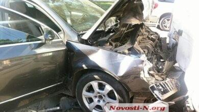 Photo of «Фольксваген» на высокой скорости протаранил три маршрутки в Николаеве – несколько человек травмированы
