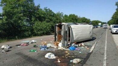 На трассе «Николаев - Одесса» перевернулся микроавтобус: водитель погиб, четверо пассажиров травмированы | Корабелов.ИНФО image 3
