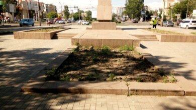 Миколаїв перетворюють на «могилку сироти»? Вже й квітів на клумбах не побачиш | Корабелов.ИНФО image 5