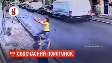 Photo of Прохожий поймал на лету двухлетнюю девочку, выпавшую из окна (видео)