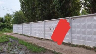 Николаевец призвал власть убрать рекламу наркотиков с забора школы в Корабельном районе   Корабелов.ИНФО image 1