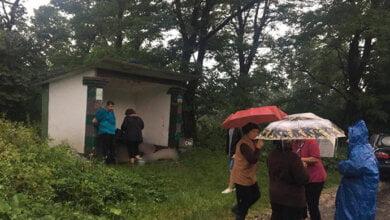 На Ивано-Франковщине молния попала в остановку, погибли 3 человека   Корабелов.ИНФО