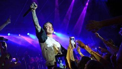«Вы просто невероятны», - возле «Юности» прошел большой концерт Артема Пивоварова   Корабелов.ИНФО image 6