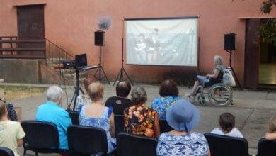 Photo of Розважальною програмою і кінопоказом у Кульбакінському будинку культури відсвяткували День Конституції та День Молоді