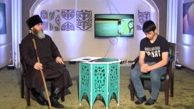 Photo of Чеченскому подростку пришлось 46 минут извиняться в эфире за критику властей (видео)