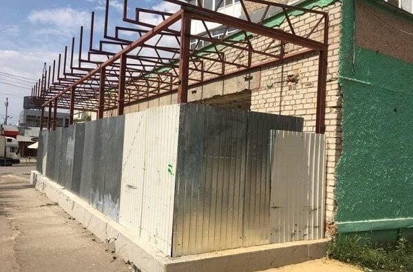 Депутат от Корабельного района Ентин устроил незаконную стройку на тротуаре | Корабелов.ИНФО image 2