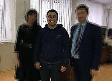 Борис Серафимов - в центре фото