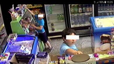 В магазинах Николаева «промышляет» воровка с двумя детьми (фото)   Корабелов.ИНФО image 2