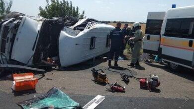 Photo of В Николаевской области столкнулись маршрутка и микроавтобус — один человек погиб, а еще 15 пострадали