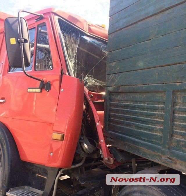 Photo of Многотонная авария в Корабельном районе: неуправляемый груженый зерновоз врезался в самосвал