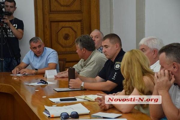 Photo of «Это маразм»: в Николаеве за полтора часа обсуждений не решили, что делать с дорогами