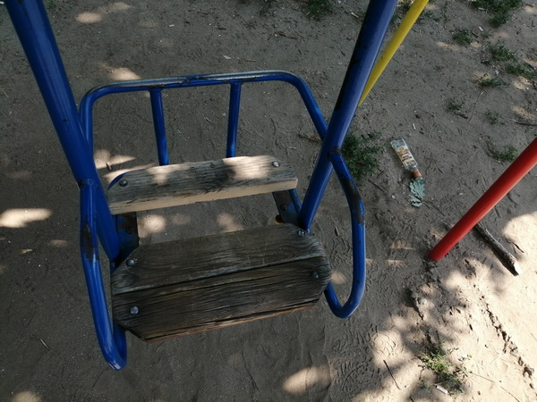 """Photo of """"Это не детская площадка, а убогое место"""", – жители Корабельного района ждут, когда его руководство """"зашевелится"""""""