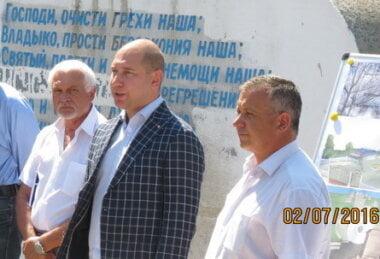 в центре - Александр Гайду