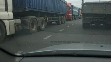 Photo of «Сегодня просто ЖЕСТЬ»: 5 июля дороги Корабельного района снова оккупировали «фуры», мешая передвижению других машин (ВИДЕО)