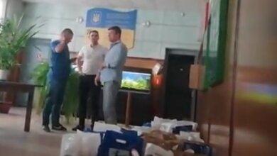 Photo of «Они своей «Ника-Терой» полрайона потравили, а хотят рисом откупиться», — жители Корабельного района о «подачках» от кандидата в нардепы (Видео)
