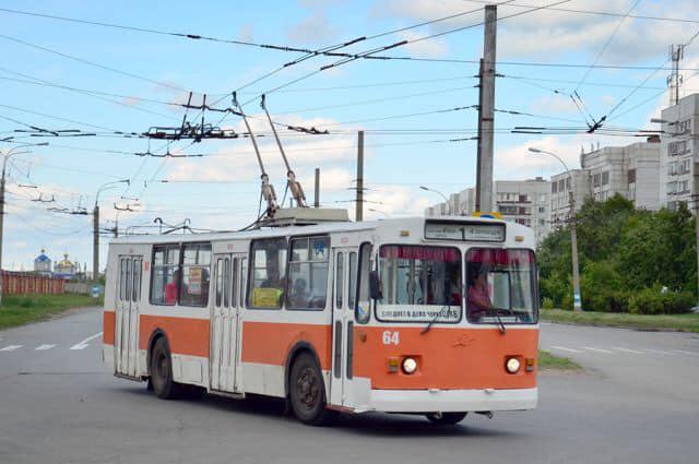 Photo of В Николаеве парень выпрыгнул из окна троллейбуса, спасаясь от контролеров