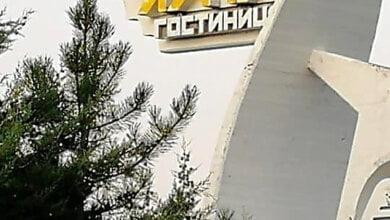 Неизвестные покрасили стеллу гостиницы «Интурист» в оккупированном Крыму в цвета украинского флага | Корабелов.ИНФО image 2
