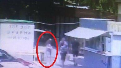 Появилось видео, как в Николаеве женщина выбросила в урну тело новорожденного | Корабелов.ИНФО