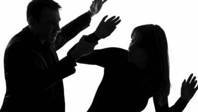 В Николаеве парень во время ссоры облил девушку шампанским и ударил (видео) | Корабелов.ИНФО
