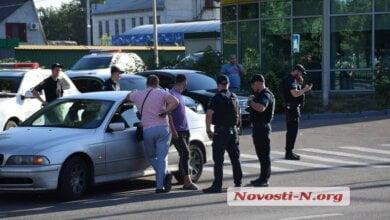Нарушителя ПДД в Николаеве патрульные уложили лицом вниз на асфальт (видео 18+)   Корабелов.ИНФО image 1
