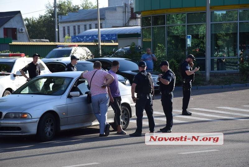 Photo of Нарушителя ПДД в Николаеве патрульные уложили лицом вниз на асфальт (видео 18+)