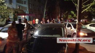 Ночью в Николаеве дрались таксисты и пассажиры: для поддержки «своих» съехалось более 100 такси | Корабелов.ИНФО