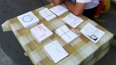 В Николаеве бесплатные книжки по оплате комуслуг продают на рынке   Корабелов.ИНФО