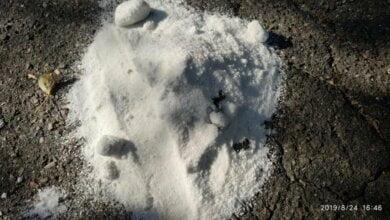 Ведьмы в Николаеве: у детской площадки в Корабельном районе нашли кучи соли с лезвиями (видео)   Корабелов.ИНФО image 2