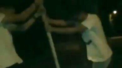 В Николаеве подростки ради забавы пытались выломать дорожный знак (видео 18+) | Корабелов.ИНФО
