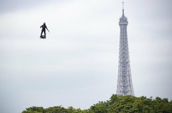 Будущее рядом: французский изобретатель пересек Ла-Манш на реактивном флайборде (видео) | Корабелов.ИНФО